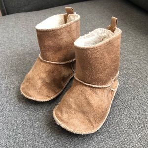 Baby Gap Booties Size 6 - 12 Months